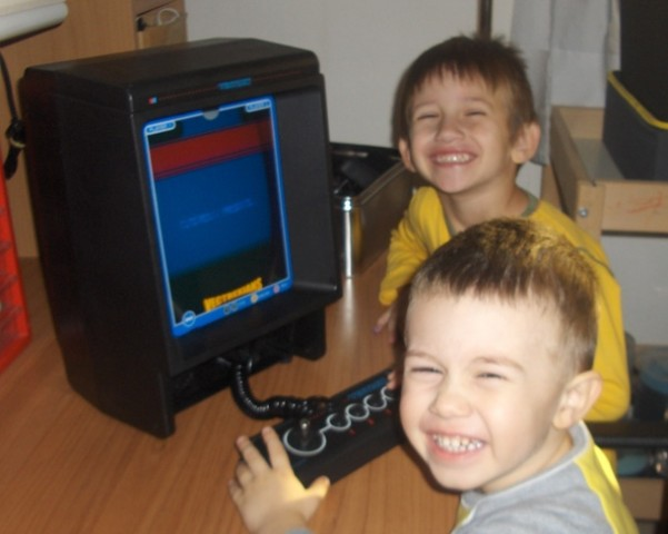 kids playing vectrexians